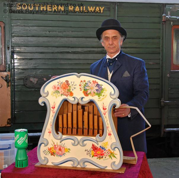 The organ grinder at Horsted Keynes. 02.01.2010