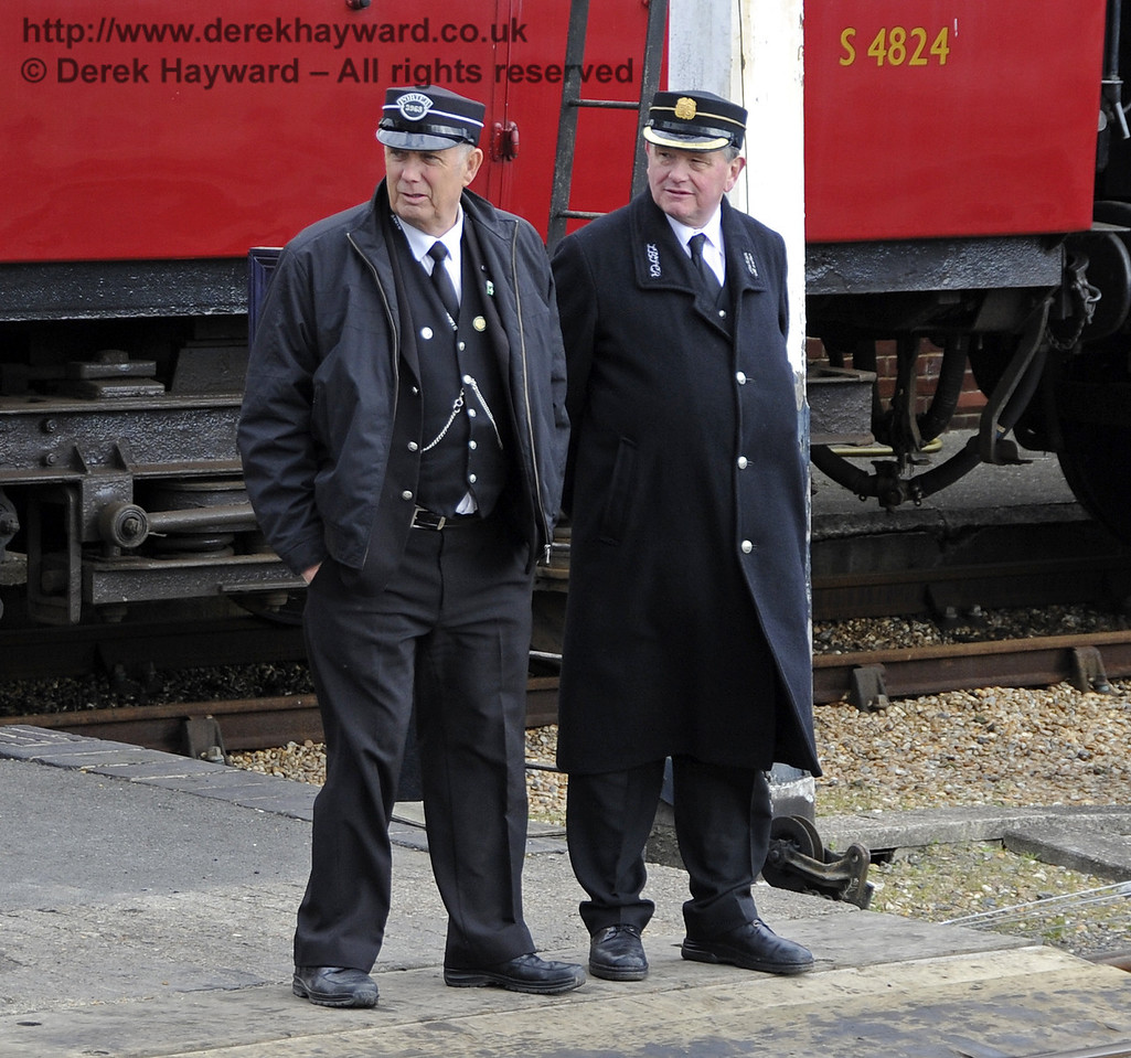 Members of the Sheffield Park Station staff watch the carriage shed shunting.  15.04.2012  4457