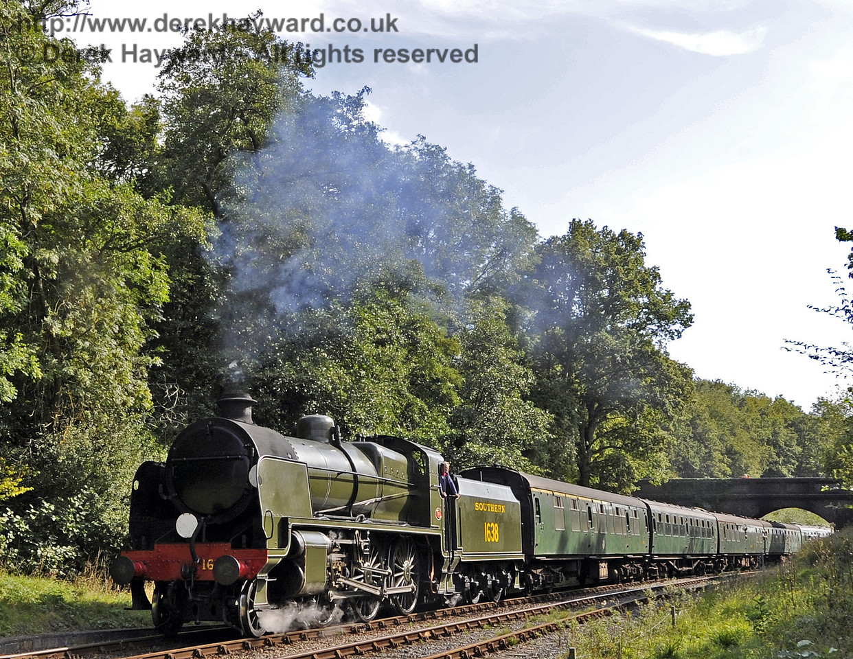 1638 steams north from Leamland Bridge with a service train.  15.09.2012  5731