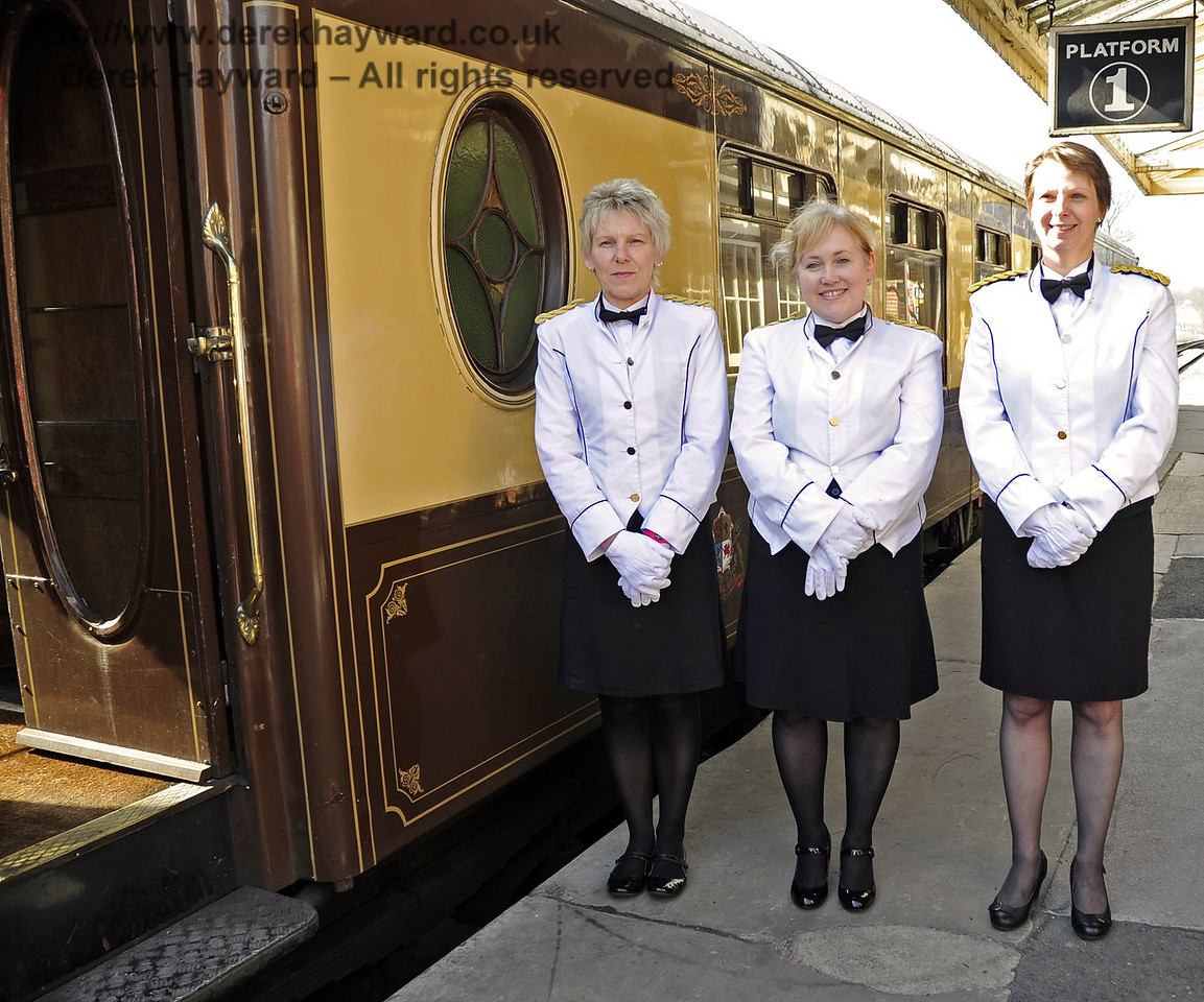 The charming ladies who provide First Class Pullman service.  15.04.2012  4447