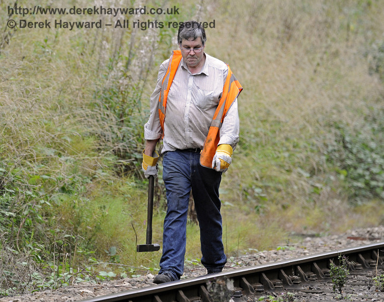 David Chappell is caught by the long lens checking keys north of Horsted House Farm Crossing.  22.09.2013  8078