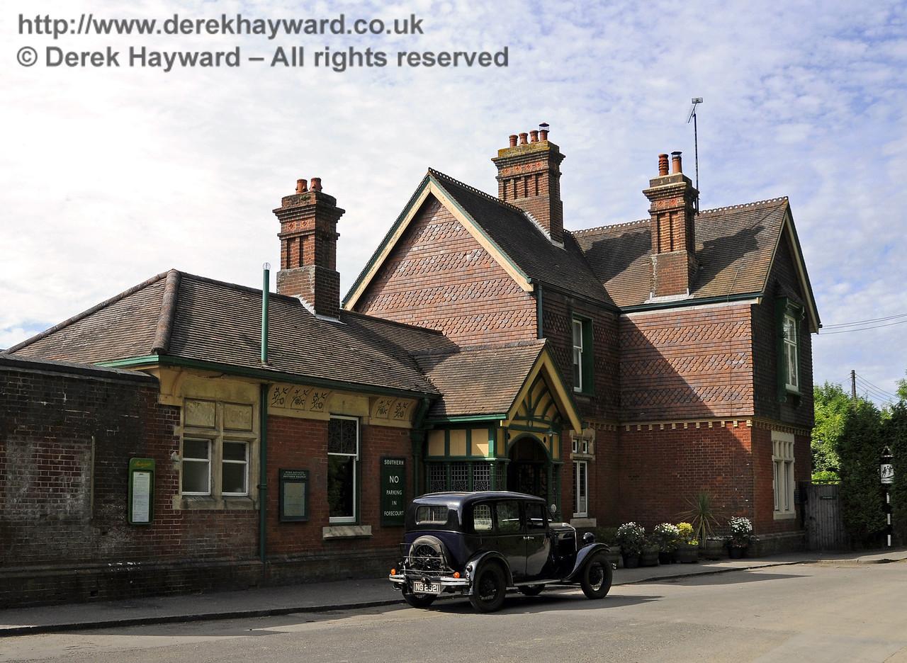 Horsted Keynes Station.  08.06.2014  10666/E2