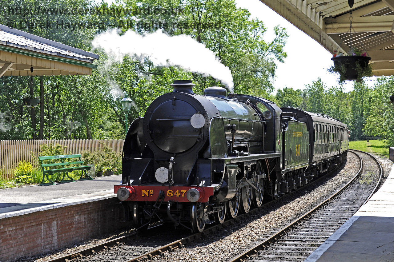 847 arrives at Kingscote.  08.06.2014  9502