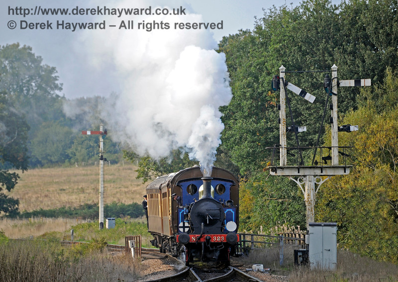 323 Bluebell passes the Sheffield Park Inner Home signal with the Pullman coaches.  04.10.2015   12095