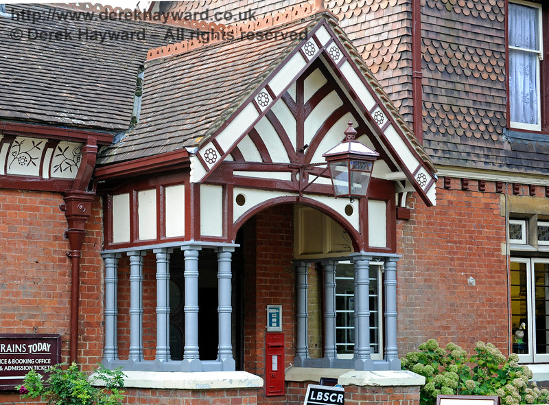 The refurbished porch at Sheffield Park painted in undercoat.  New glass has been trial fitted.  04.10.2015   12111