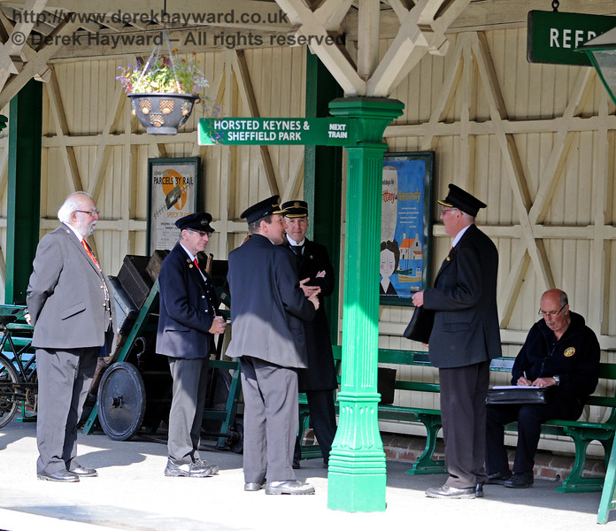 For a quiet station Kingscote appears to have an unusually high number of staff and an excess of Station Masters.  04.10.2015   12027