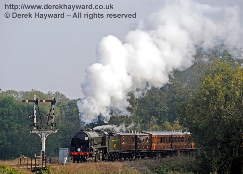 847 leaves Sheffield Park with a service train.  04.10.2015   12068
