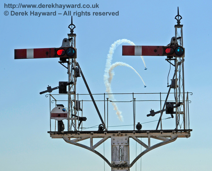 A quite spectacular ten minute biplane display at Horsted Keynes by the Wildcat Aerobatics Formation Display Team.   22.08.2015   11945
