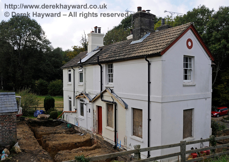 Work is being carried out to extend the old railway cottages outside Kingscote.  04.10.2015   13791