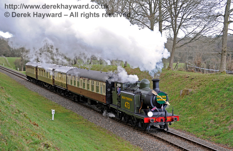 B473 steams south through Mill Place cutting with the Pullman, supplemented by a coach from the Wealden Rambler.  28.02.2016  12688
