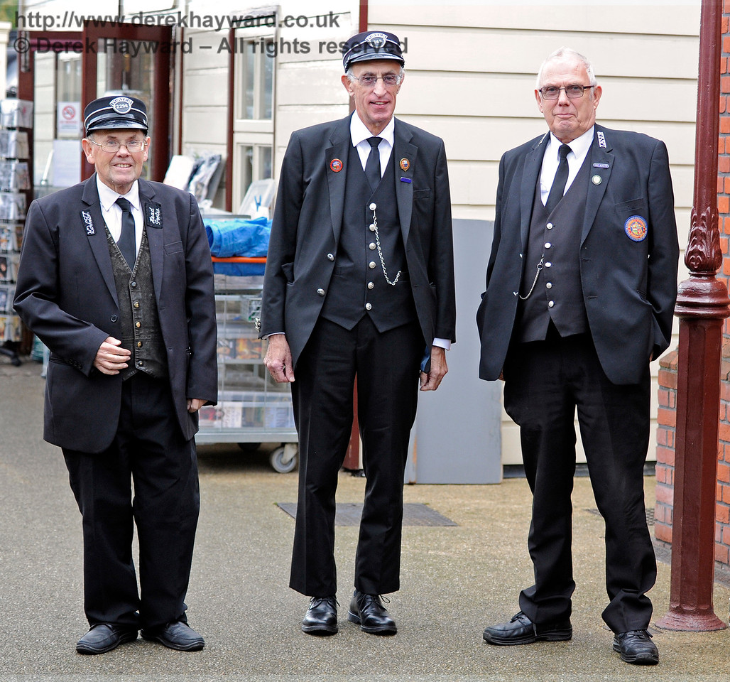 Some of the staff on duty at Sheffield Park.   16.10.2016  14168