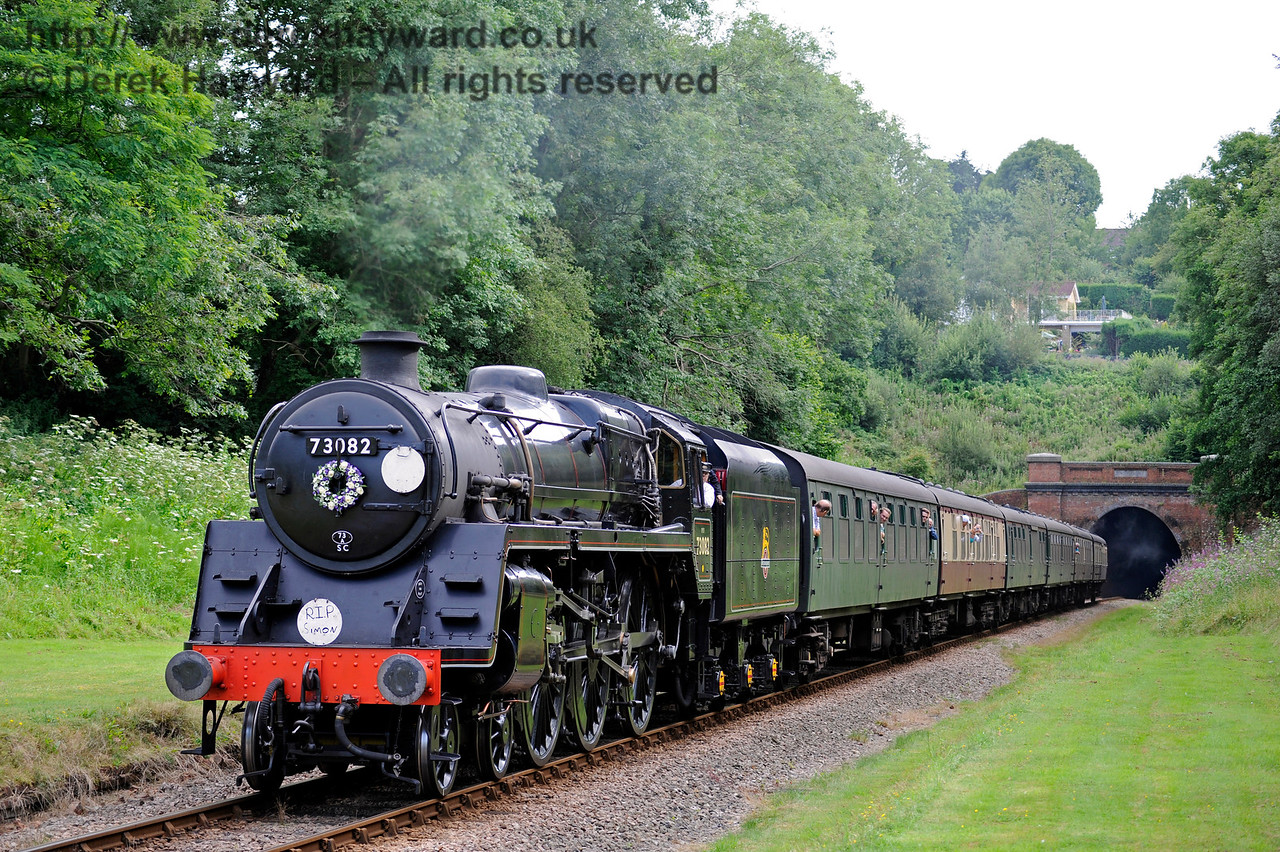 73082 at West Hoathly, bearing a wreath in memory of Simon Brown.  13.08.2016  13775
