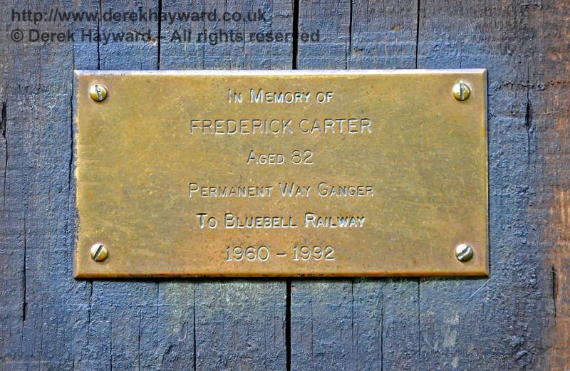 A plaque adjacent to the door of the Sloop Bridge PWay hut.  07.05.2016  15101