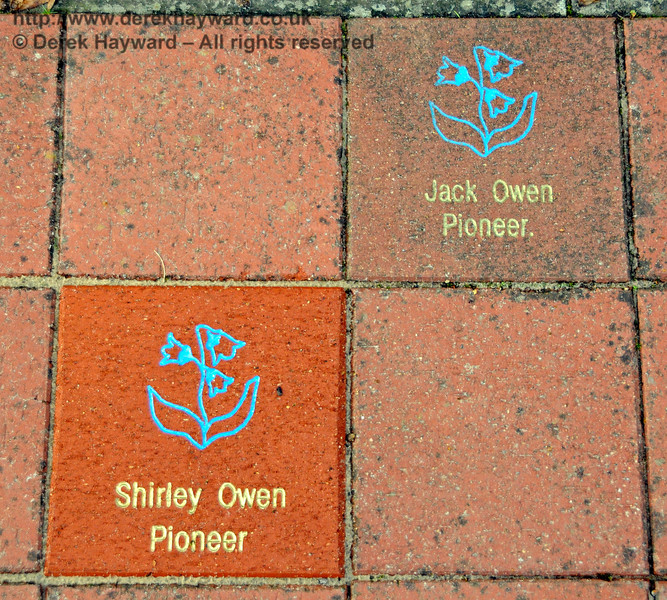 The memorial to Shirley Owen, recently added to the Garden at Horsted Keynes.   16.10.2016  16511