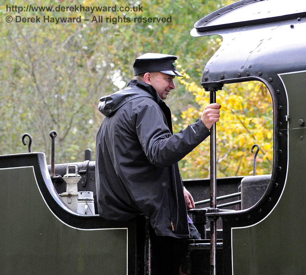 A crew member on board 847 at Leamland Bridge.   16.10.2016  14195