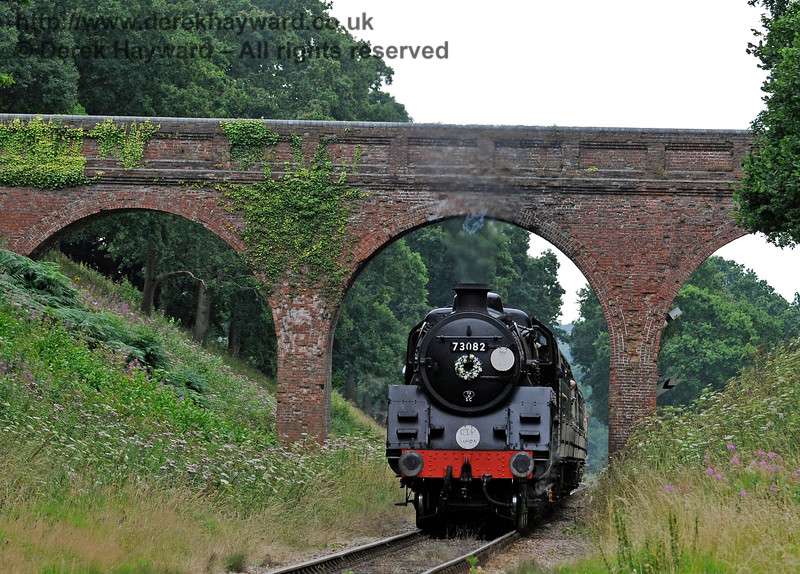 73082 at Three Arch Bridge, bearing a wreath in memory of Simon Brown.  13.08.2016  13749