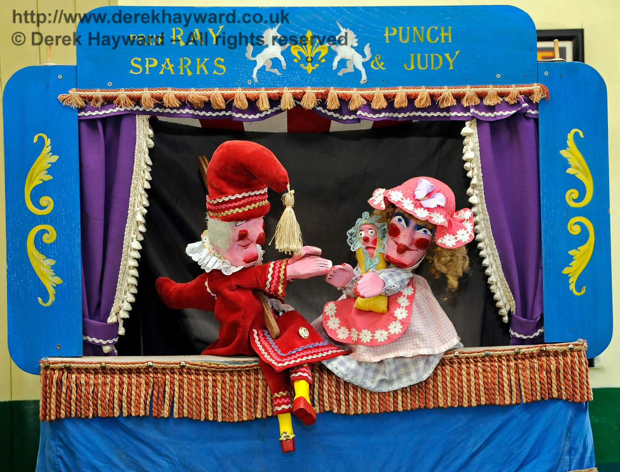 Punch and Judy at Horsted Keynes Station.  26.08.2016  16275