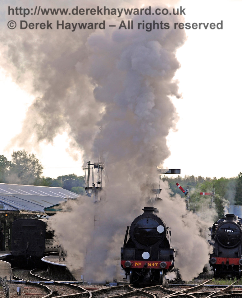 847 creates steam effects as it leaves Horsted Keynes on the last train of the day.  02.10.2016 14125