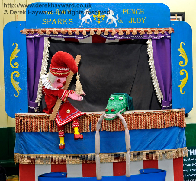 Punch and Judy at Horsted Keynes Station.  26.08.2016  16280