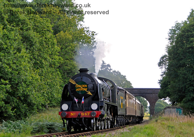 847 at Three Arch Bridge with the Golden Arrow. 27.08.2017 17784