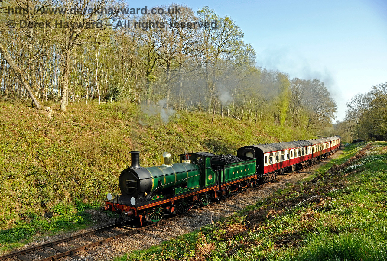 592 passes through Lindfield Wood with the Wealden Rambler. 08.04.2017 17085