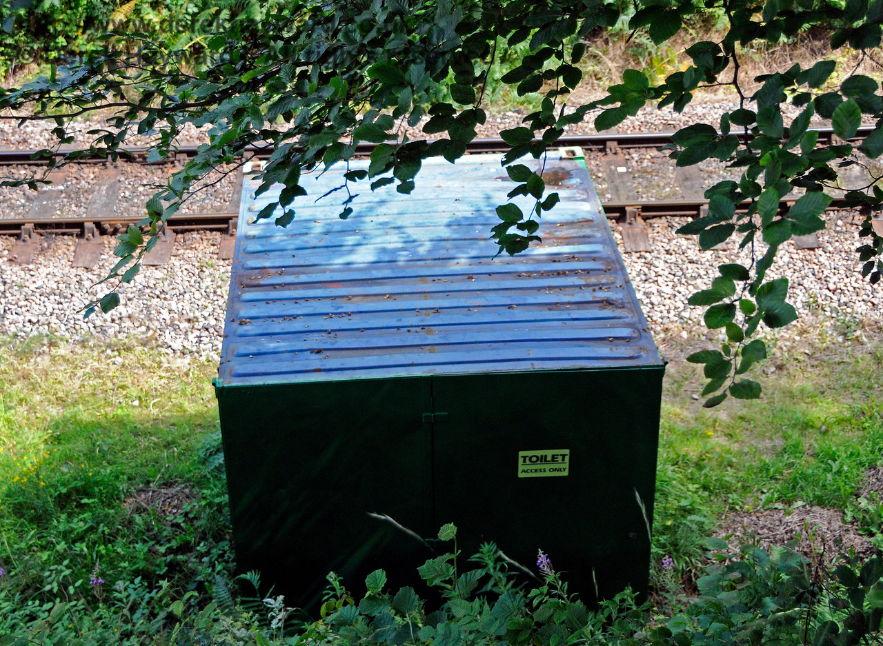 The temporary hut for the lineside clearance team north of Dean's Crossing, tucked away in a quiet corner.  06.08.2017 17593