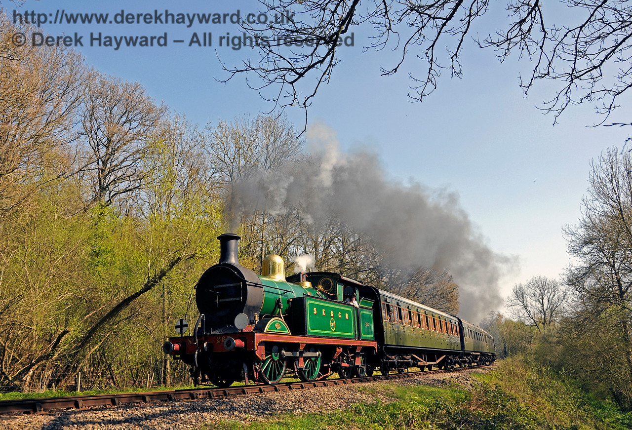 263 round the curve in Lindfield Wood. 08.04.2017 17080