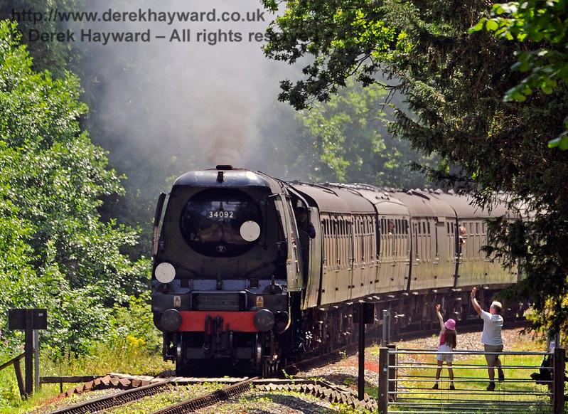 34092 Birch Farm Crossing Waving to the train 090717 15680 E2
