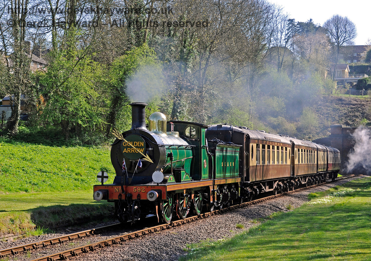 592 passes through West Hoathly with the Golden Arrow. 09.04.2017 15046