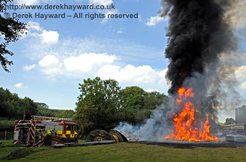 Fire West Hoathly 14.20 27.08.2017 The down Golden Arrow had been stopped short of the incident (extreme right) 17766