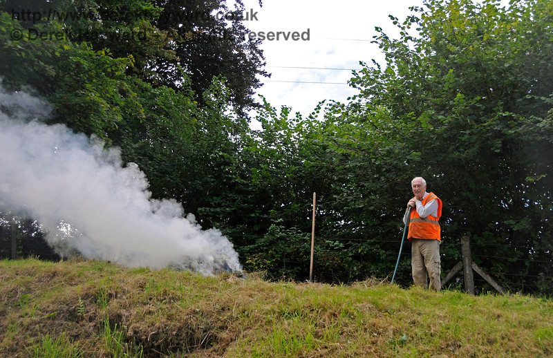 Eddie from the Friends of Kingscote busy clearing the lineside. 19.08.2017 17622