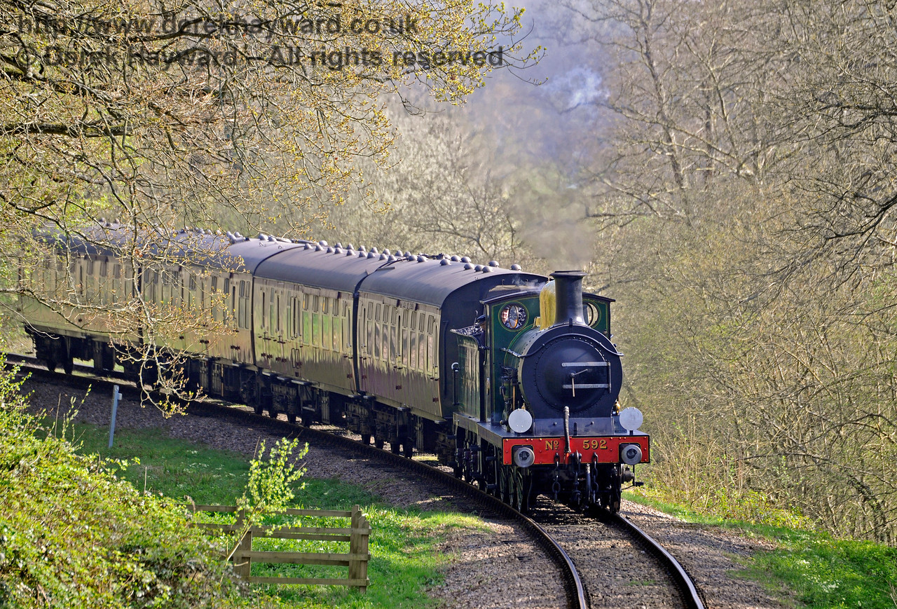 592 rounds the curve in Lindfield Wood. 08.04.2017 14971