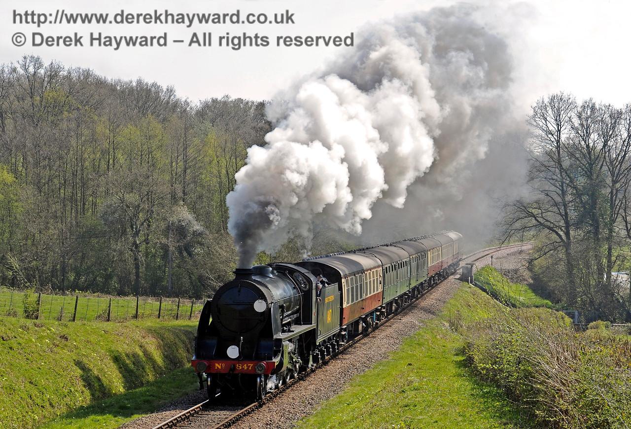 847 steams past Medhurst Farm. 08.04.2017 14956