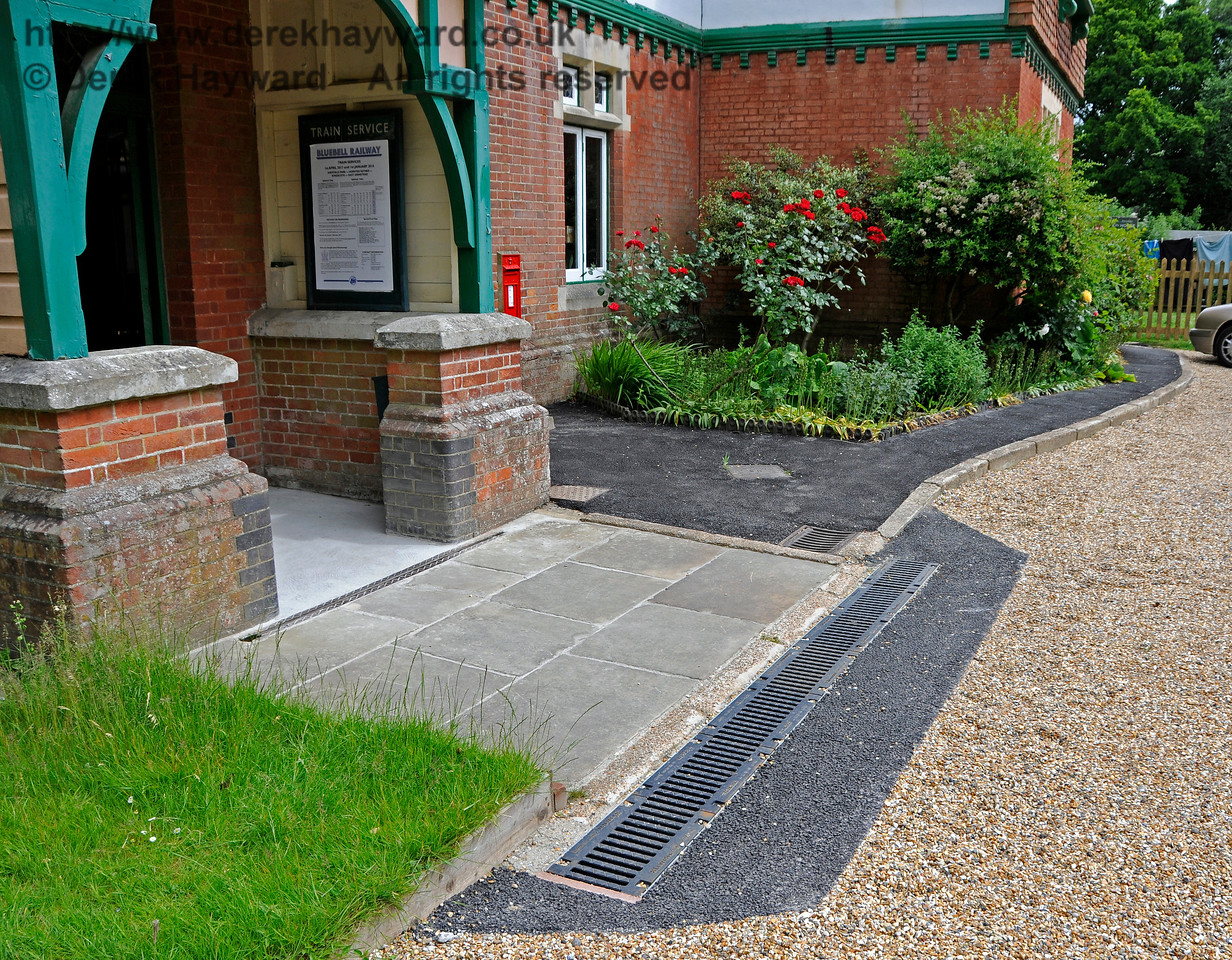 The new drains installed at Kingscote in an attempt to prevent flooding of the booking hall in inclement weather.   It is assumed that these drains connect to existing land drains in the station garden. 11.06.2017 17357