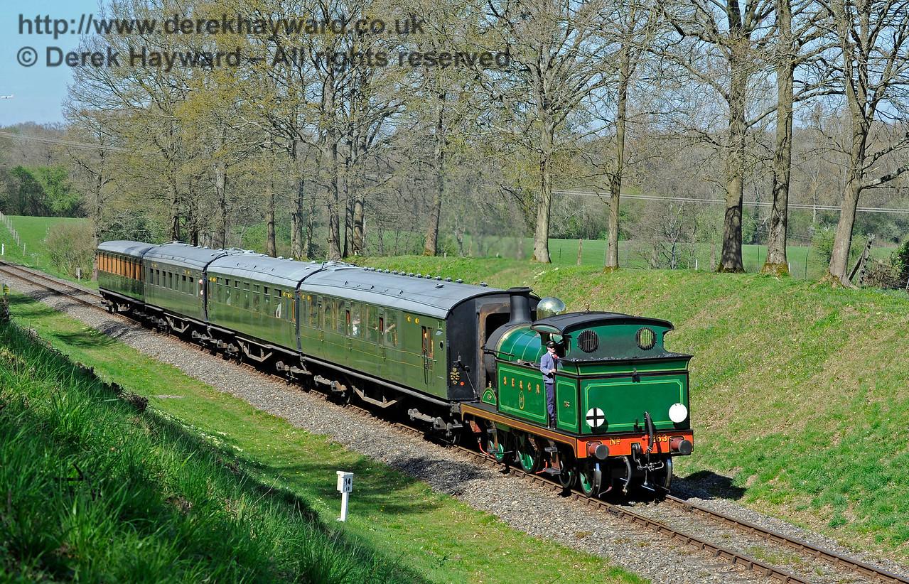 263 hauls a service train south through Mill Place Cutting. 09.04.2017 15015
