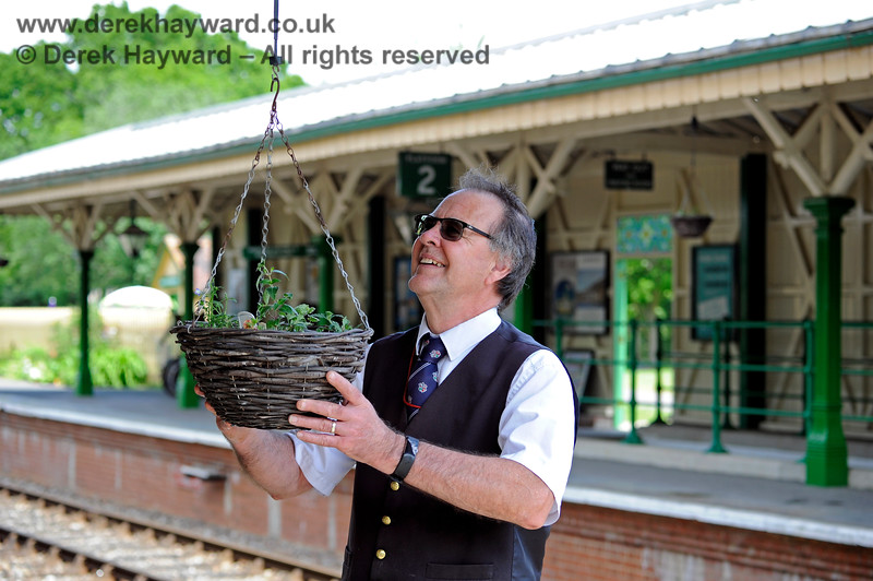Fraser raising the 2019 hanging baskets at Kingscote, ready for a summer display. 25.05.2019 16853