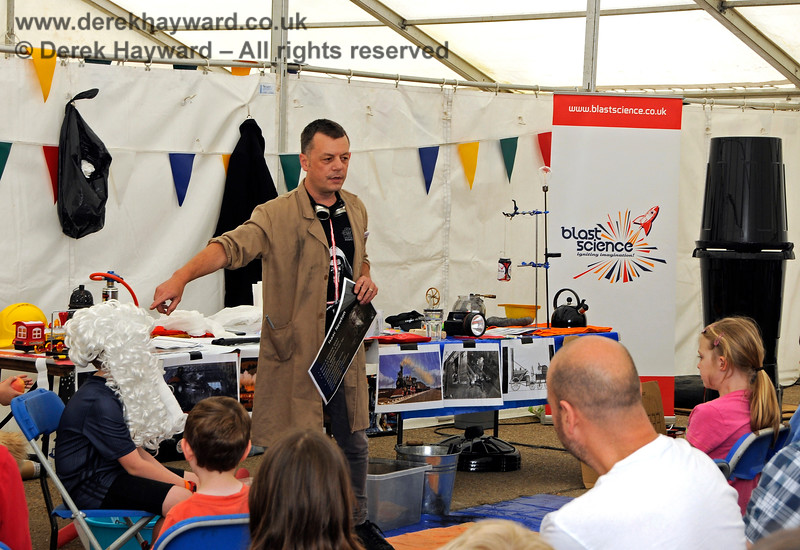 """Blast Science"" provide a lively lecture at the STEM event at Sheffield Park. 25.05.2019 19159"