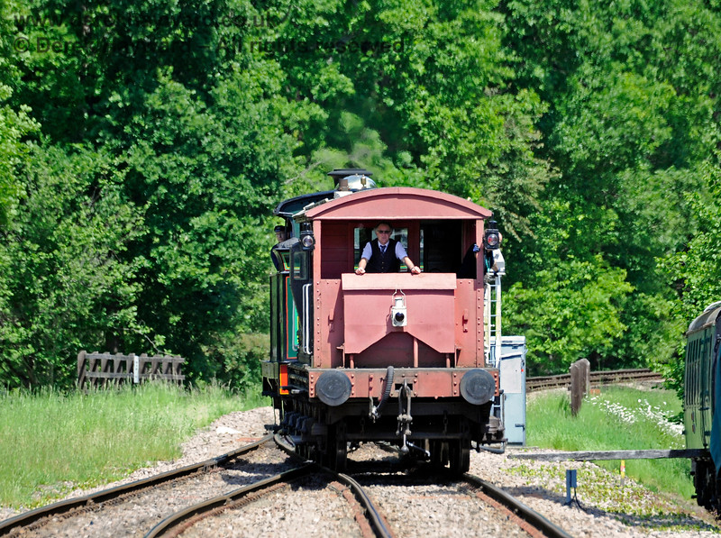 263 then pulled the brake van north beyond the points before propelling it south down the Loop line. 01.06.2019 16946