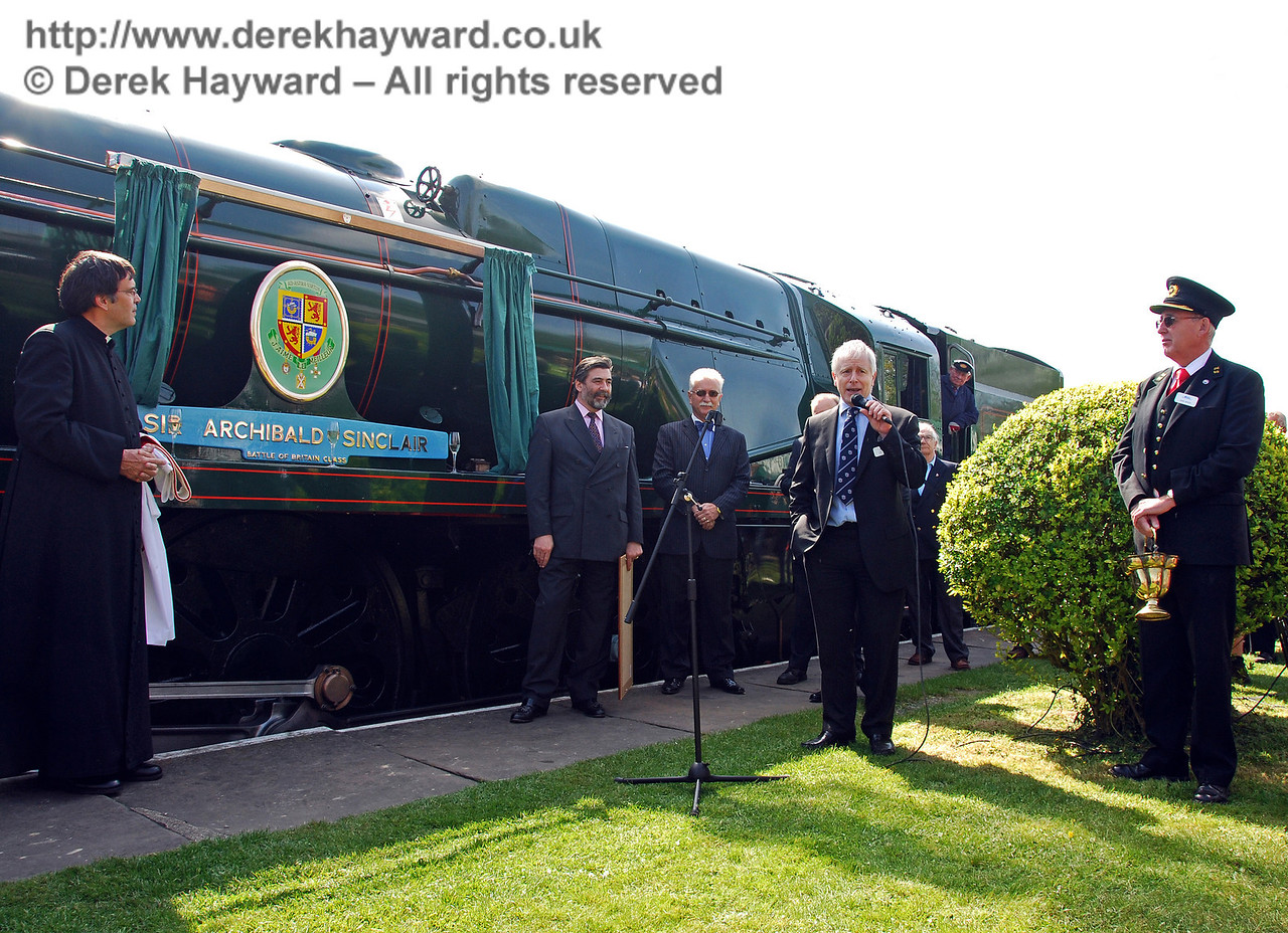 Roy Watts, Chairman BRPS, says a few words. Horsted Keynes 24.04.2009  0085