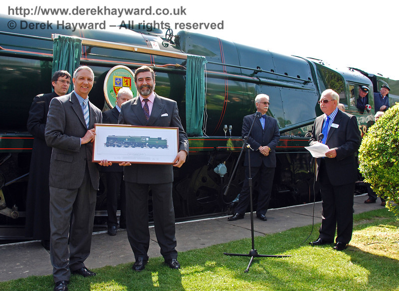 Viscount Thurso and Richard Green display the print of 34059 Sir Archibald Sinclair. 24.04.2009  0083