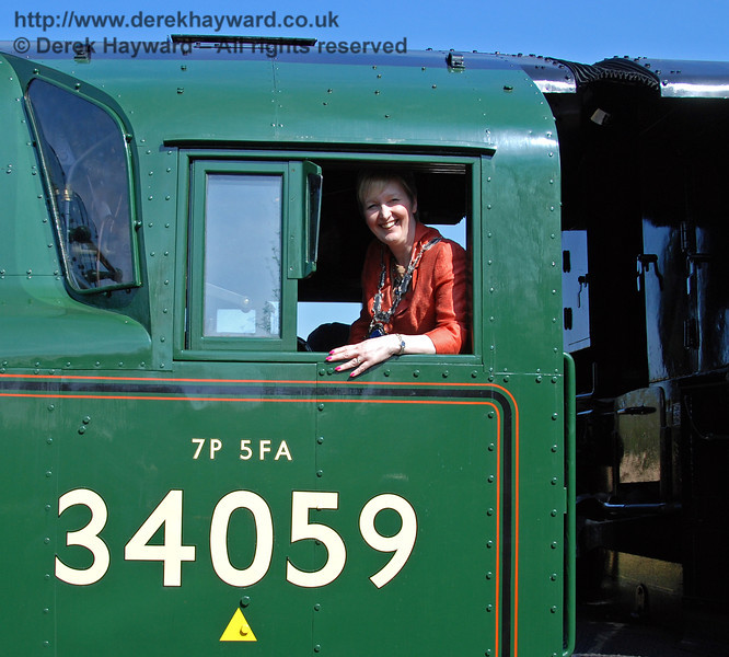 The Mayor of East Grinstead, Councillor Ginnie Waddingham, takes the controls of 34059 Sir Archibald Sinclair at Kingscote. 24.04.2009  0238