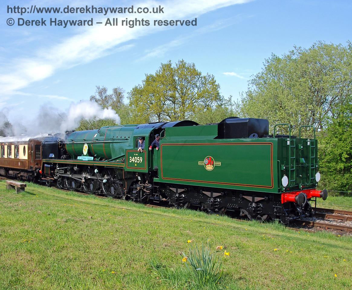 34059 Sir Archibald Sinclair leaves Kingscote 24.04.2009  0259
