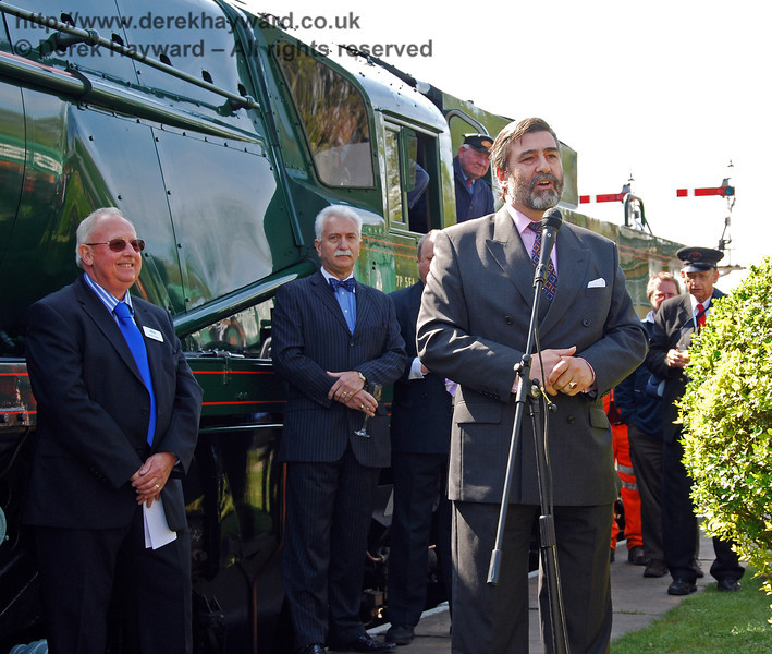 Viscount Thurso addresses the crowd at Horsted Keynes. On the left are Roger Cruse and Graham Flight. 24.04.2009  0043