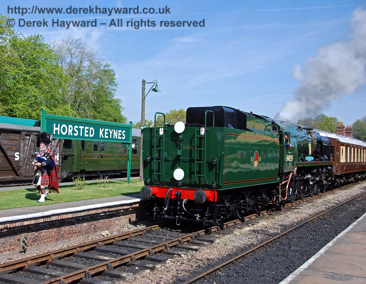 34059 Sir Archibald Sinclair is piped away from Horsted Keynes as it leaves with the distinguished guests. 24.04.2009  0151