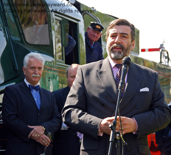 Viscount Thurso addresses the crowd at Horsted Keynes. 24.04.2009  0041
