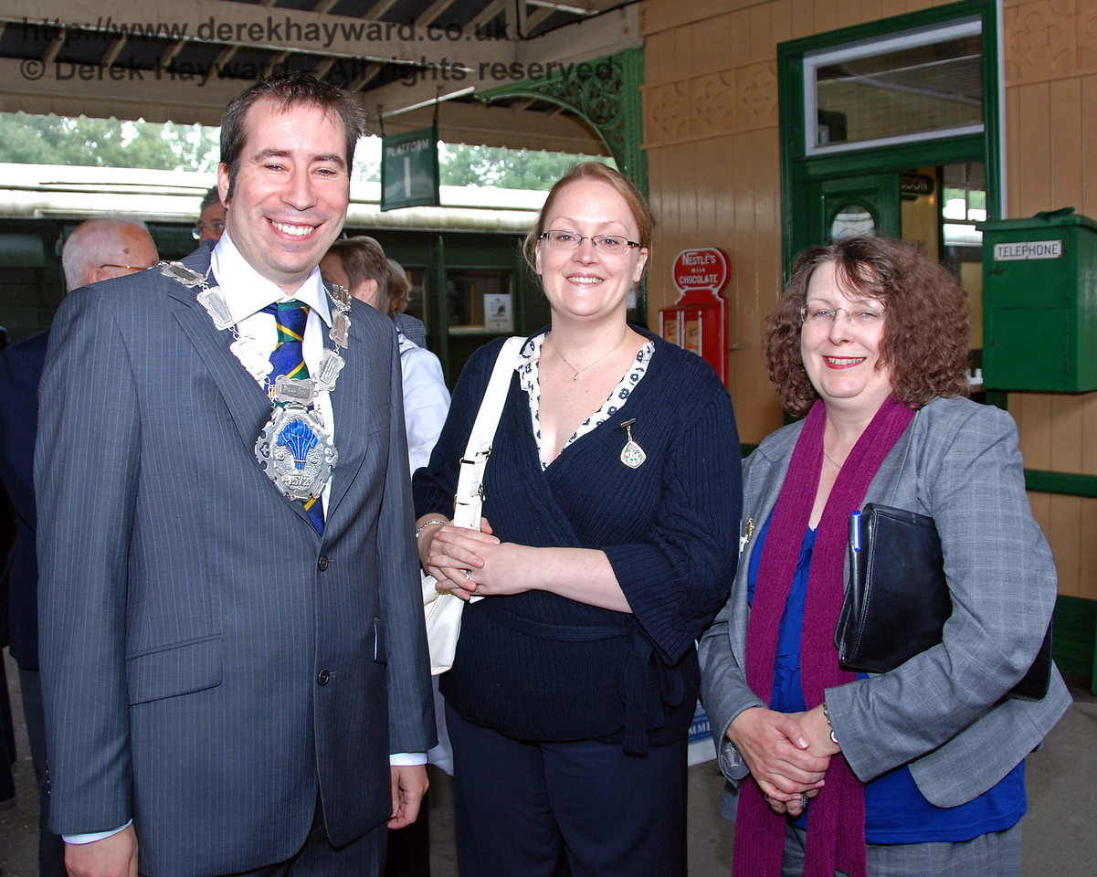 Councillor Lee Marmara, Mayor of East Grinstead and the Mayoress, Mrs Emma Marmara (centre). Horsted Keynes 07.08.2009