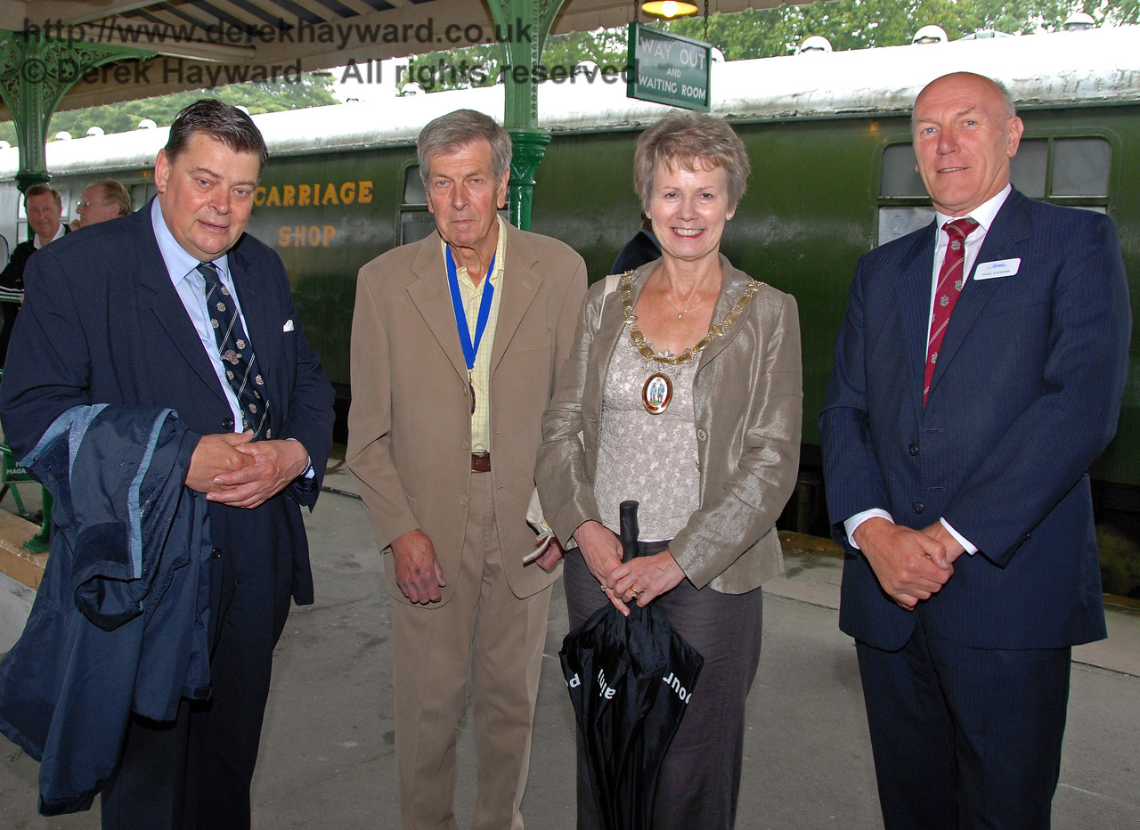 Chris Cooper, BRPS Trustee (left), with Councillor Margaret Baker, Mayor of Haywards Heath and David Cockram (right). Horsted Keynes 07.08.2009