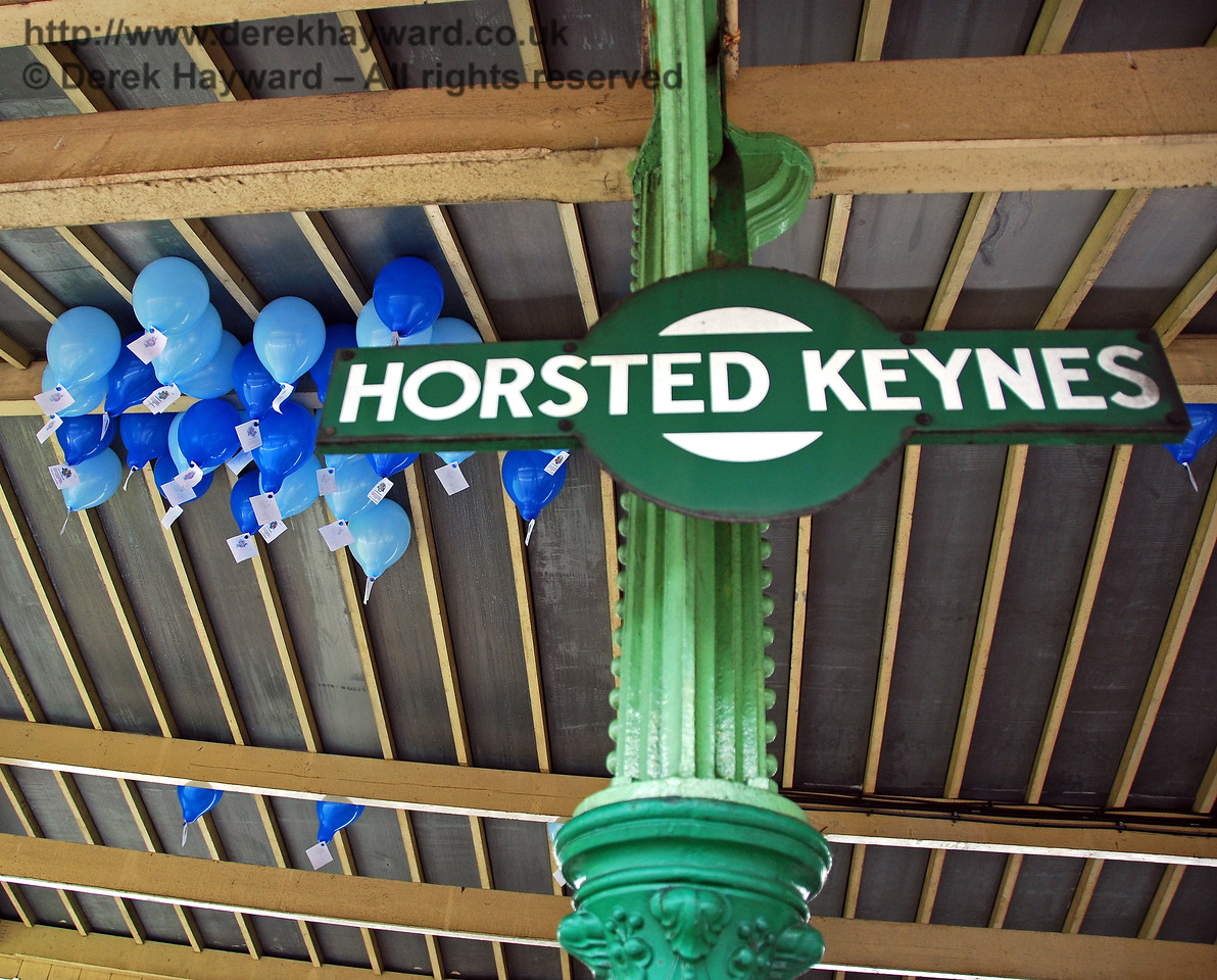 OK chaps, how are we going to get the balloons out from under the canopy.... Horsted Keynes 07.08.2009