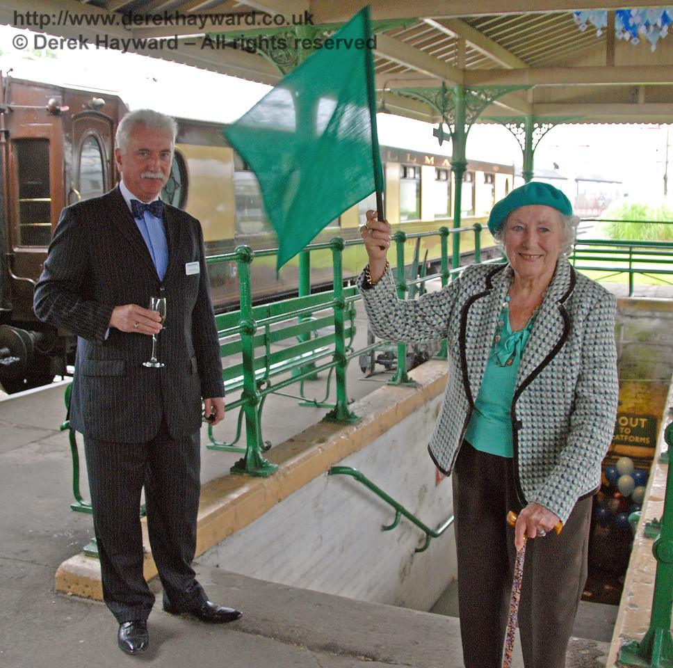 Dame Vera Lynn waves a green flag to start the 50th Anniversary Appeal. Horsted Keynes 07.08.2009