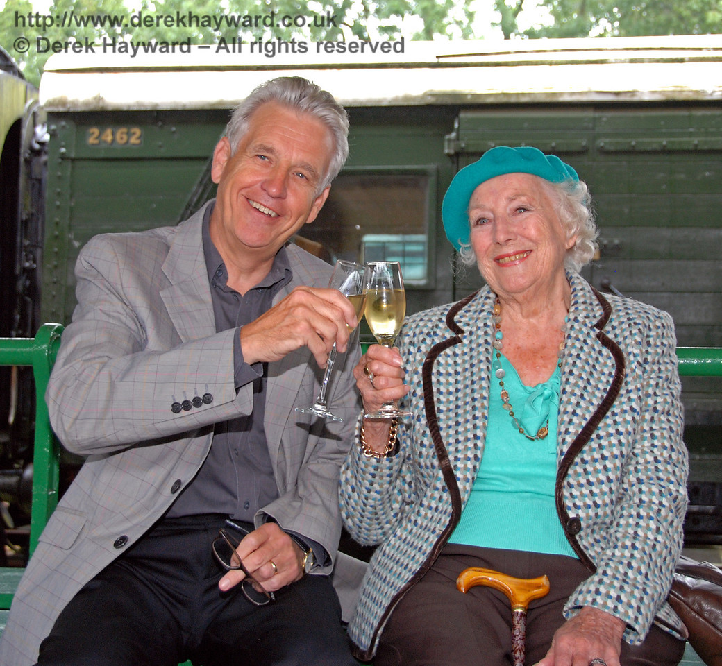 Dame Vera Lynn with Nicholas Owen. Horsted Keynes 07.08.2009
